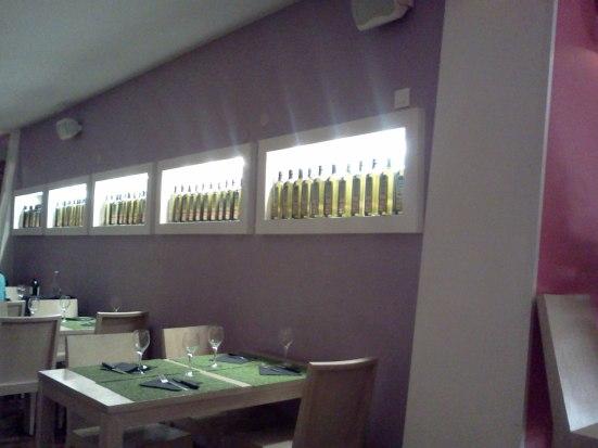 Décoration huile d'olive et salle du restaurant Little Princess à Hossegor