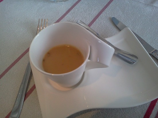 Crème chaude de haricots tarbais au fenouil en amuse bouche à MB Capbreton