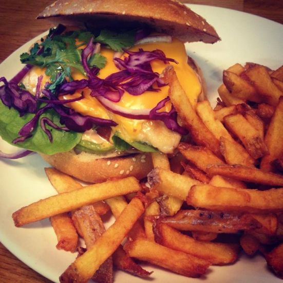 Burger poulet a la mexicaine, guacamole, cheddar restaurant feeling hossegor