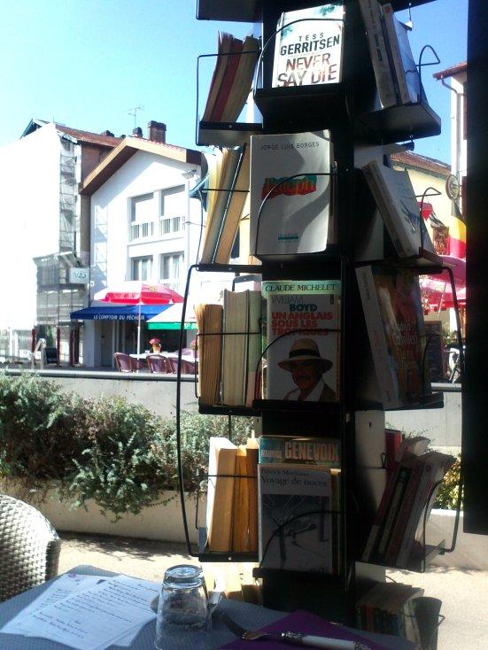 a l'ombre des livres il é thé une fois salon de thé à capbreton