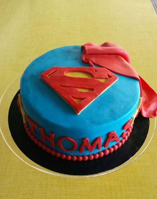 gateau superman signé made with love capbreton