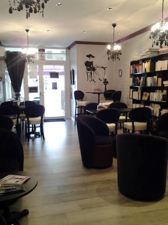 interieur salon de thé litteraire à capbreton