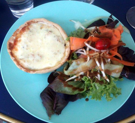 la petite tarte + salade du café bleu à hossegor