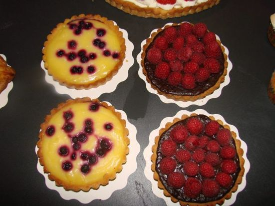 tartelettes citron myrtille et chocolat, framboise (bio) du café made with love capbreton