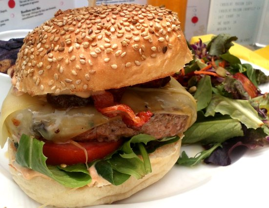 zoom sur le burger de made with love à capbreton