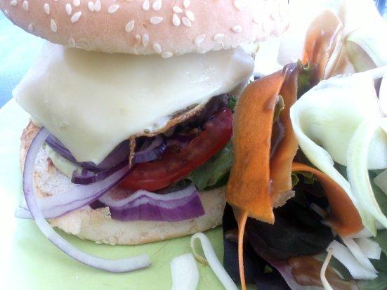 zoom sur le burger du café bleu à hossegor