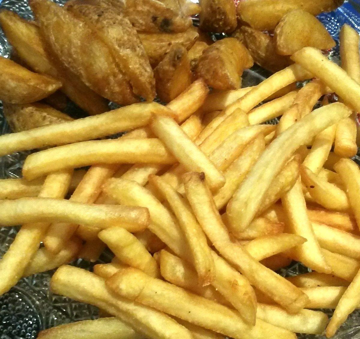frites-potatoes-happy-burger-restaurant-fast-food-hossegor