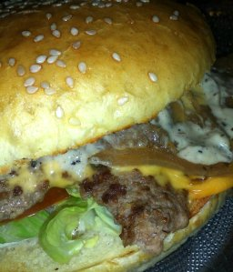 unknown-burger-happy-burger-hossegor