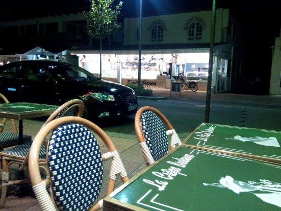 terrasse-restaurant-crepe-bretonne-centre-ville-hossegor