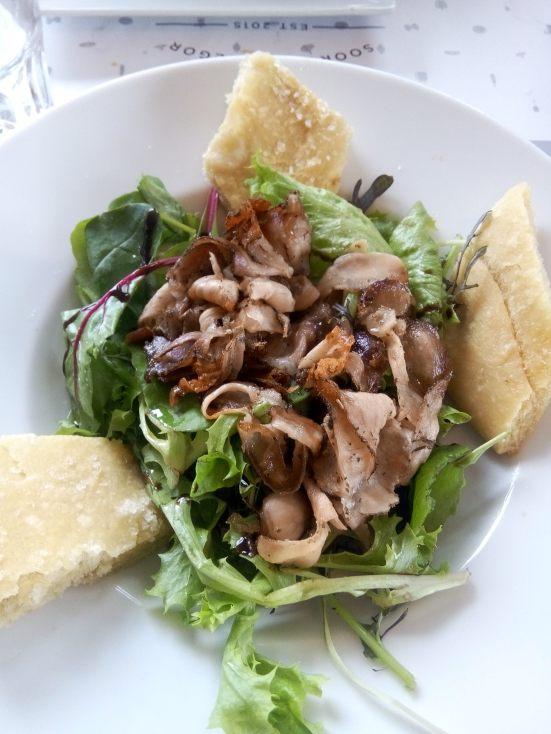 La Porchetta en entrée, du cochon de lait farci aux herbes accompagné de sa Focaccia.